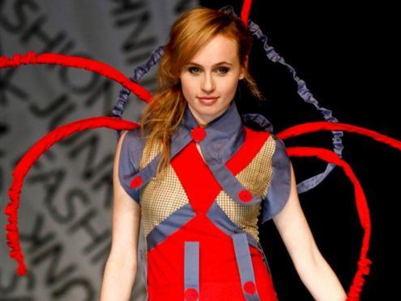 Junk Fashion Show 2010: moda na papier