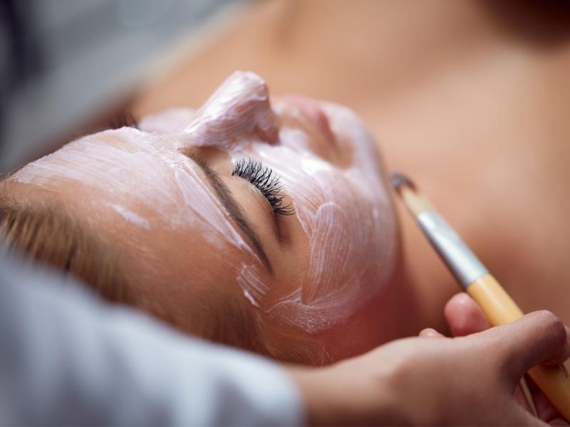 Kawitacja to jeden z bardziej skutecznych zabiegów oczyszczających skórę. Dla kogo jest przeznaczony?