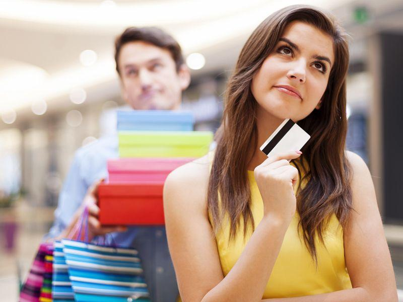 Kiedy warto kupować drogie ubrania?