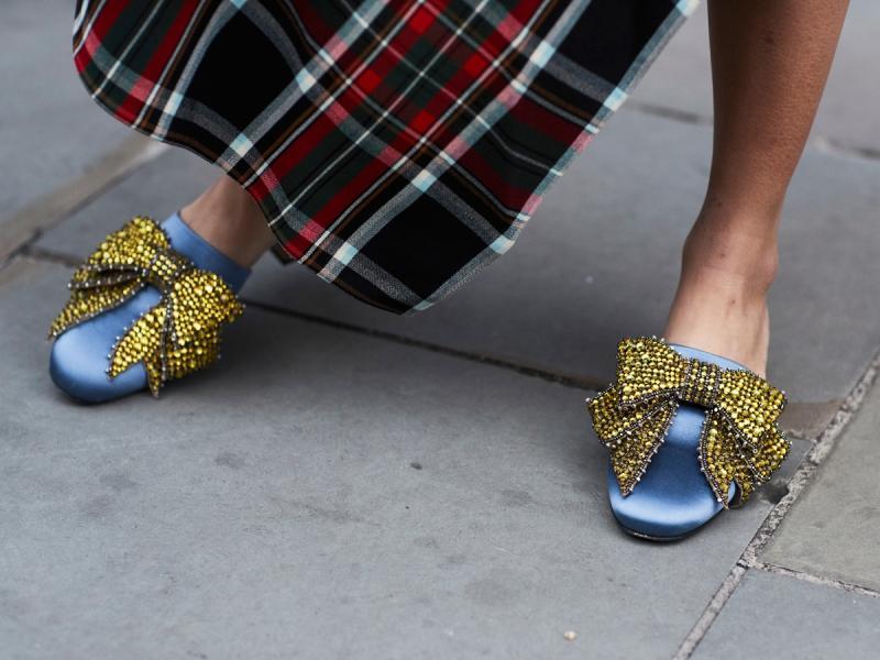 Klapki z zakrytymi palcami to świetna alternatywa dla sandałów. Dasz się namówić?
