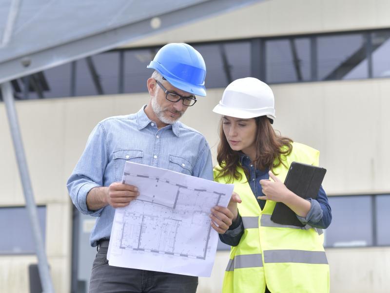 kobieta na budowie