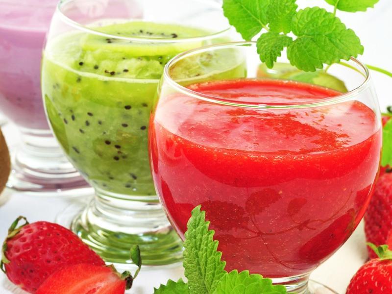 Zdrowe koktajle, soki owocowe i warzywne przygotuj je z