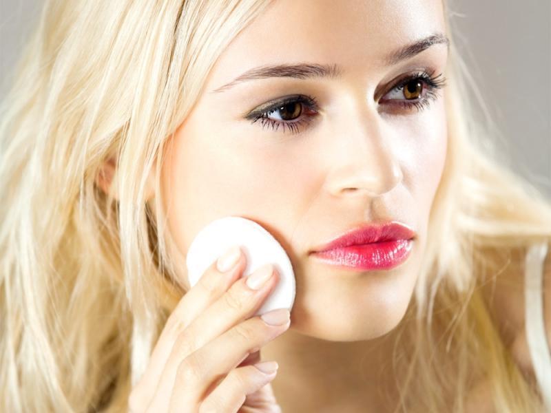 Kolejność zmywania makijażu