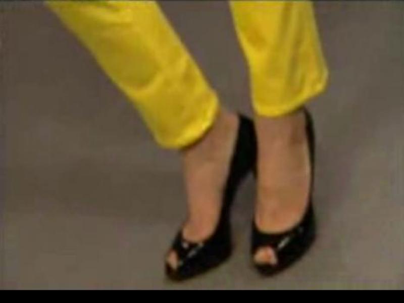 Kolorowe dżinsy w stylu lat 80.
