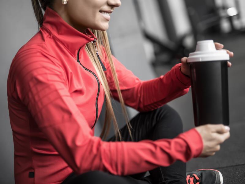 Kreatyna to najpopularniejszy suplement diety dla osób aktywnych fizycznie. Czy warto go stosować?