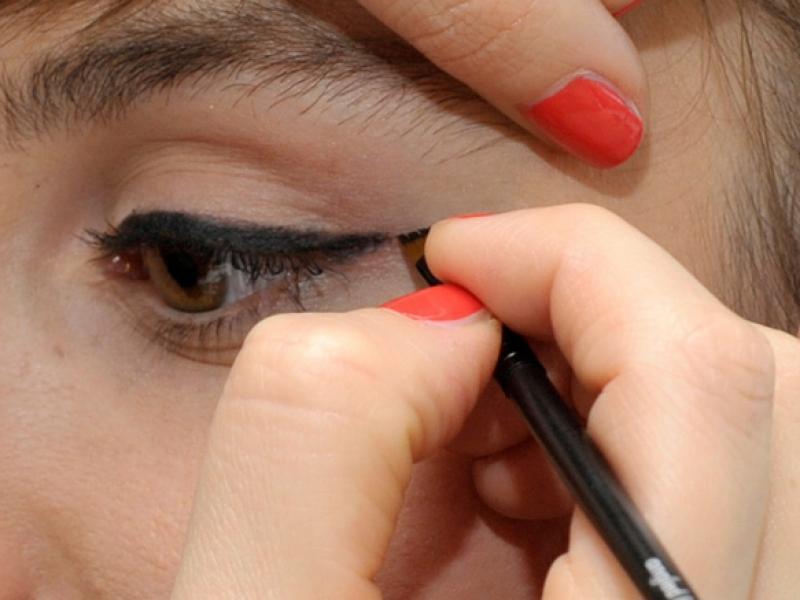 Jak Namalować Kreskę Na Na Oku Dla Początkujących Twarz I
