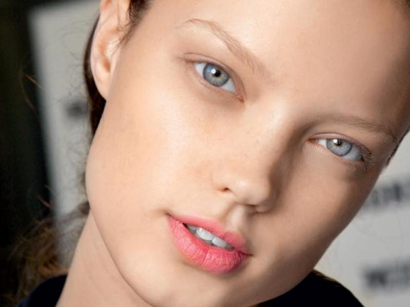 Lekcja makijażu MAC: Pale and Dandy