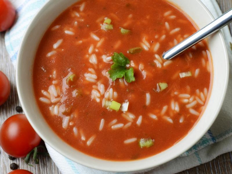 Lekka zupa pomidorowa z ryżem