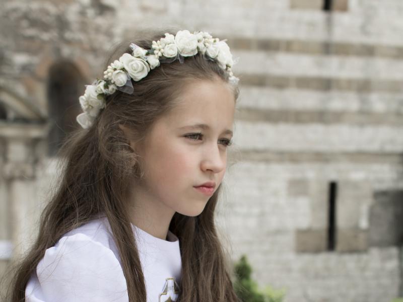1da03955cb Najpiękniejsze fryzury komunijne dla dziewczynek  21 ZDJĘĆ  - Fryzury -  Polki.pl