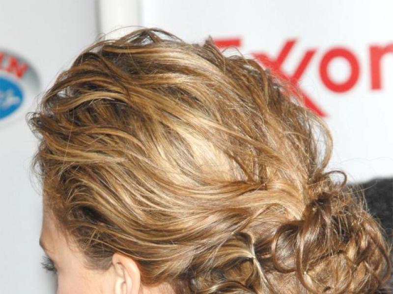 Letnie fryzury: Figlarne upięcia