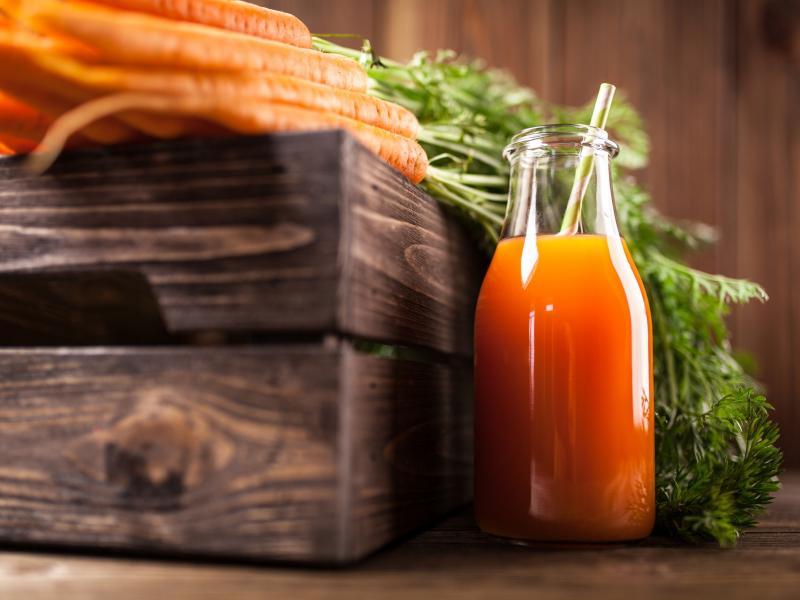 Lubisz soki? Sięgnij po ten z marchwi! Ile kalorii ma sok marchwiowy?
