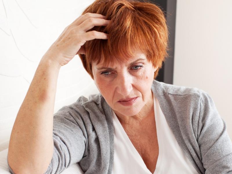 wypadanie włosów w czasie menopauzy