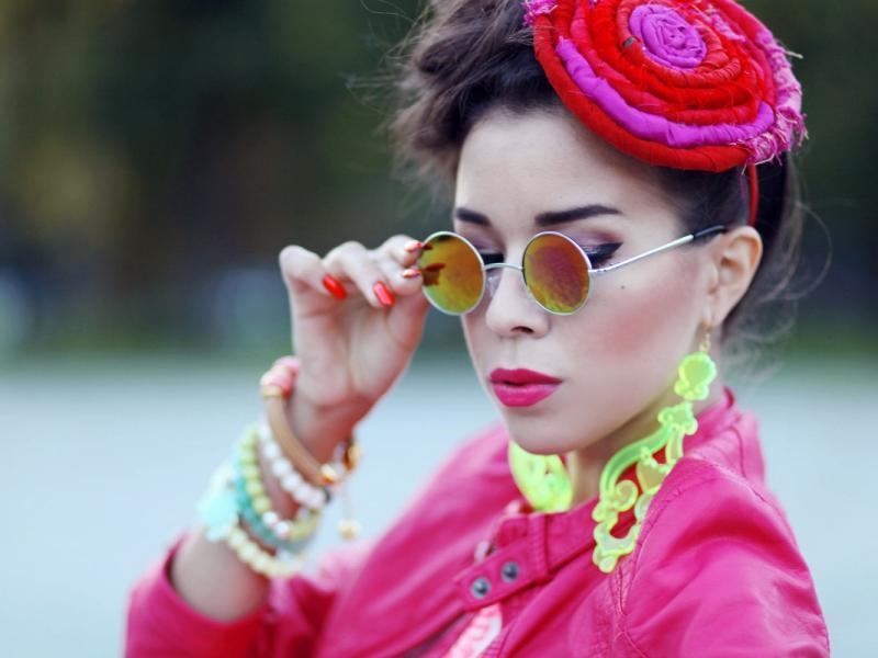 Macademian Girl i jej sposób na neonowe odcienie