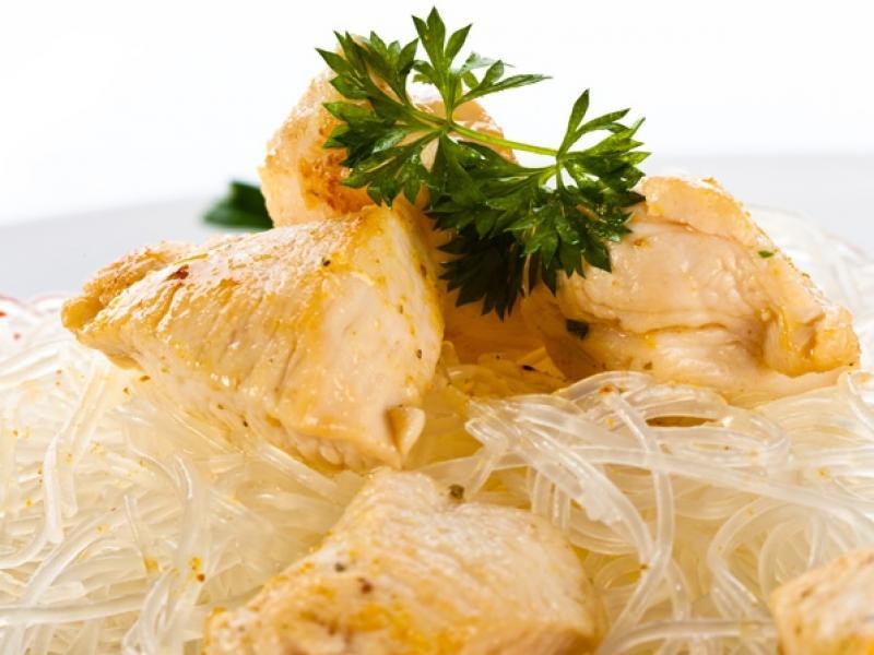 Makaron ryżowy z kurą
