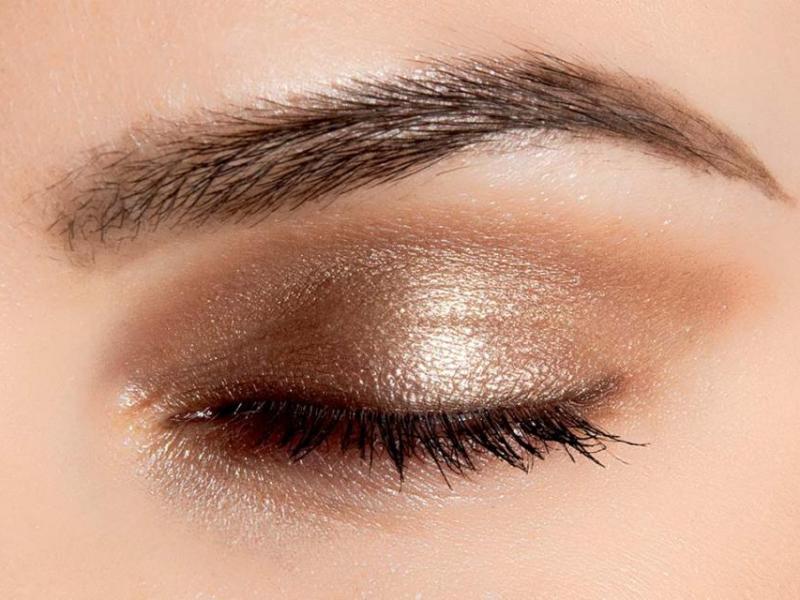 Makijaż oczu: Świeżość i blask