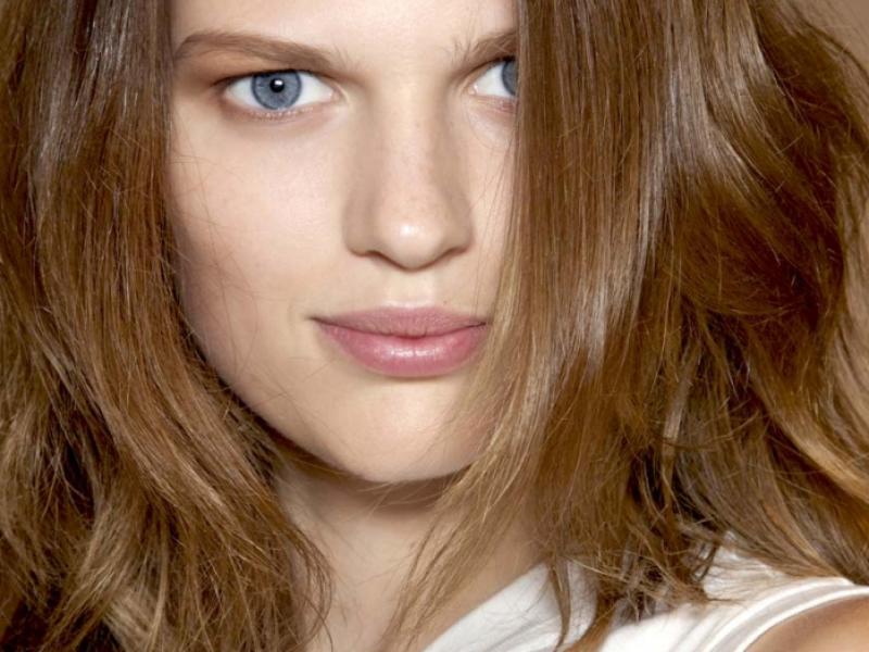 Makijaż - trendy 2012: Naturalne usta