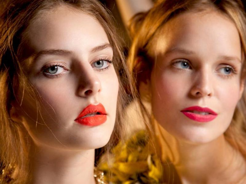 Makijaż ust: Róż czy oranż