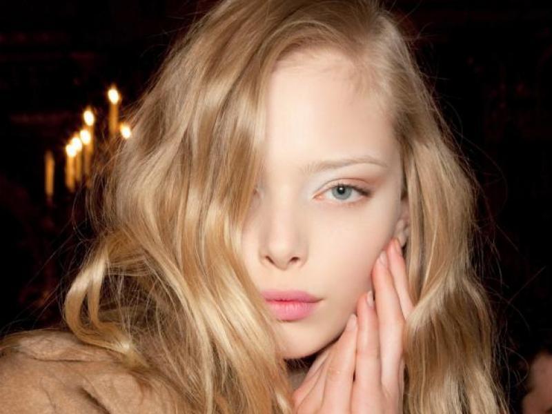 Makijaż w beżowych barwach