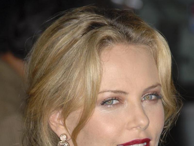 Makijaż w stylu Charlize Theron