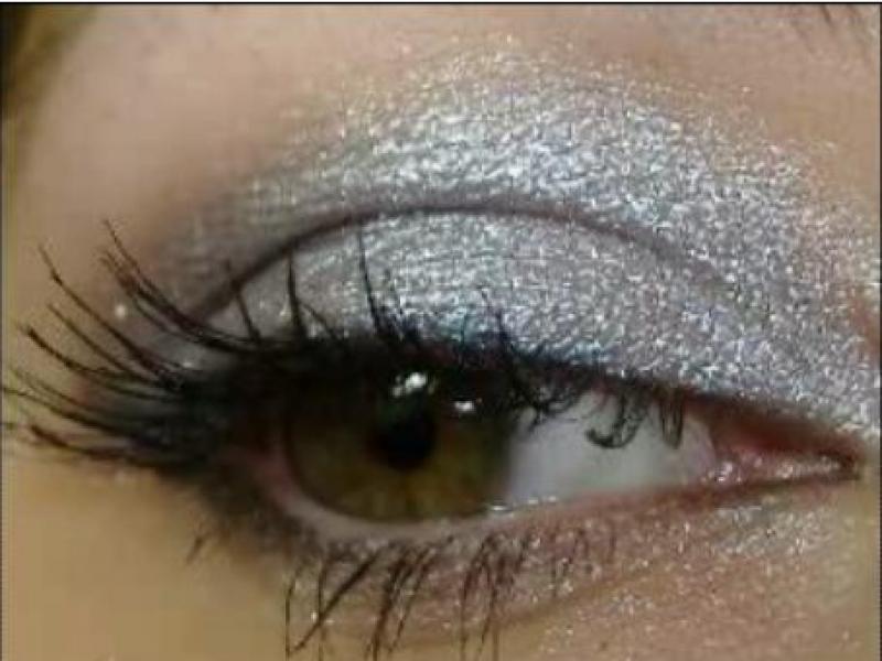 Makijaż w stylu Samanthy Jones (video)