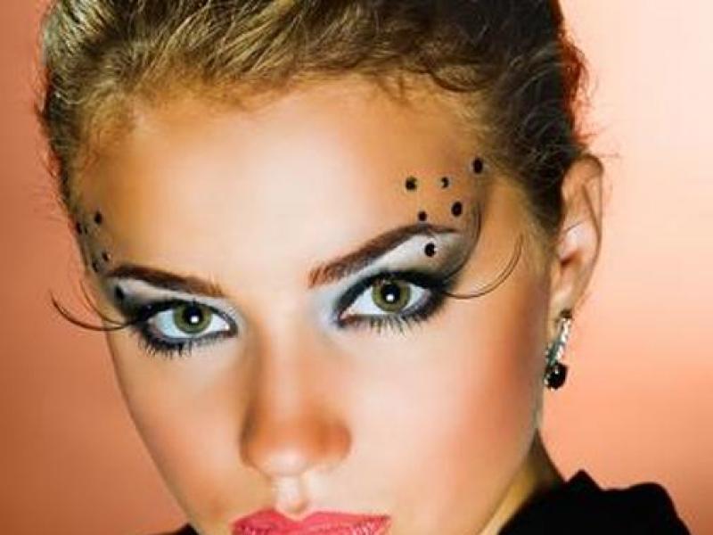 Makijaż wieczorowy na zimę – najnowsze trendy