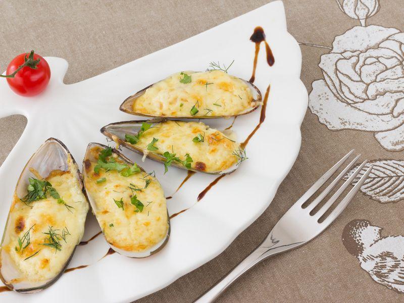 Małże zapiekane z serem