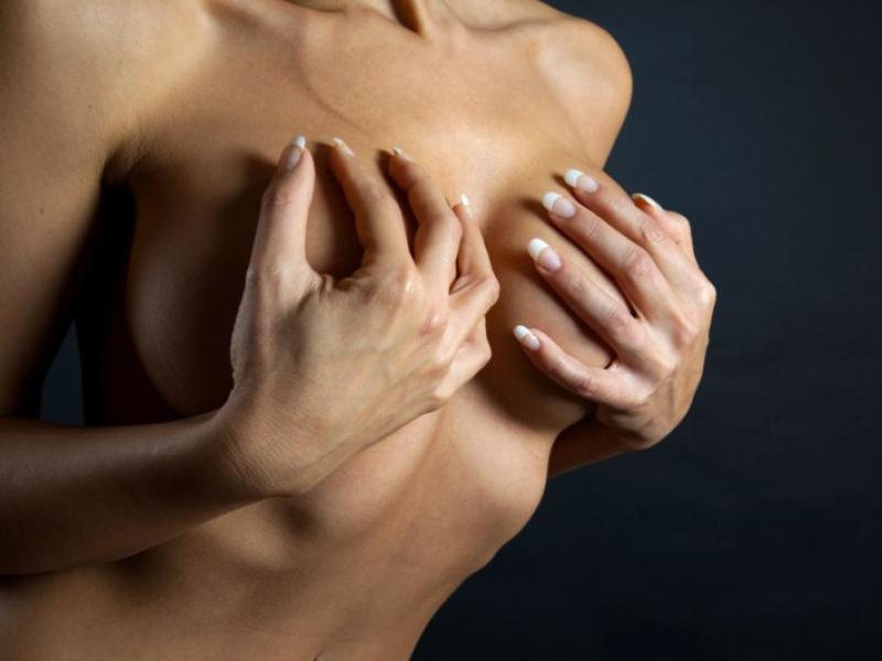 fałszywe piersi randki zapiąć szelki