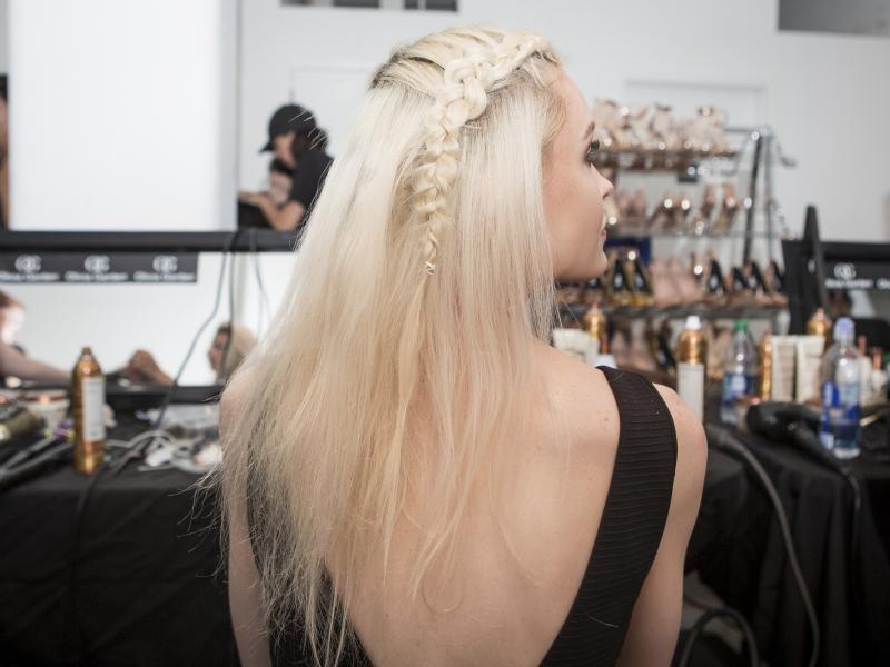 Masz półdługie lub długie włosy? To fryzura w sam raz dla ciebie!