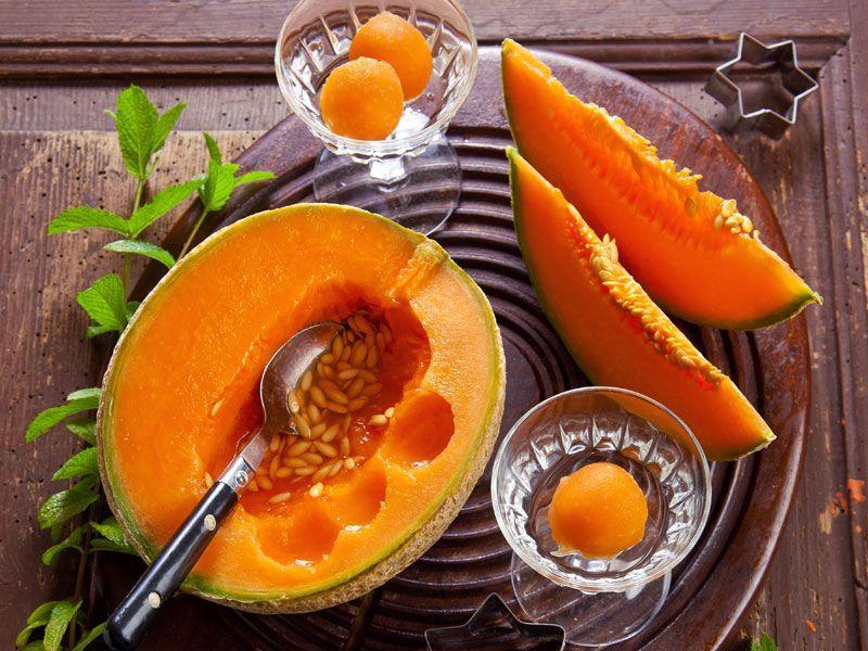 Melon w kremie miodowym