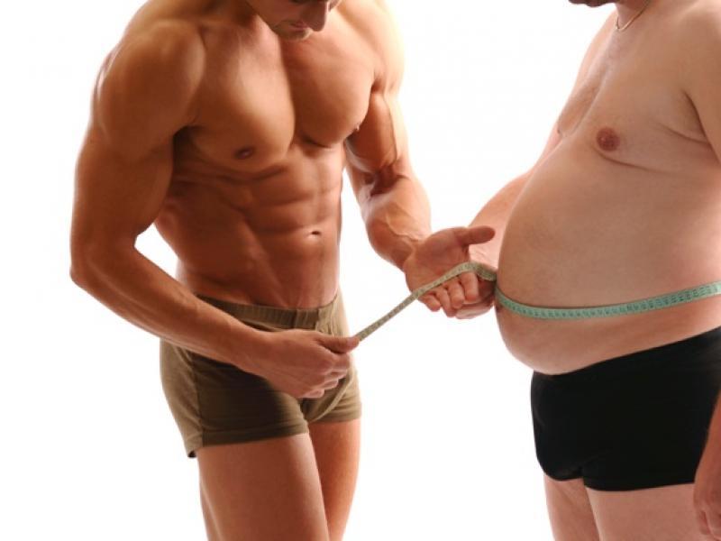 Najlepsze ćwiczenia żeby schudnąć na siłowni mężczyzna