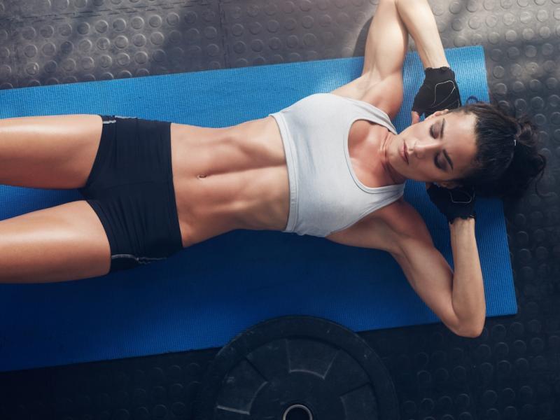 Minimum wysiłku, maksimum efektu. Zobacz najlepsze ćwiczenia na brzuch!