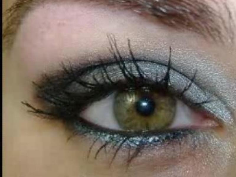 Mocny makijaż oczu (video)