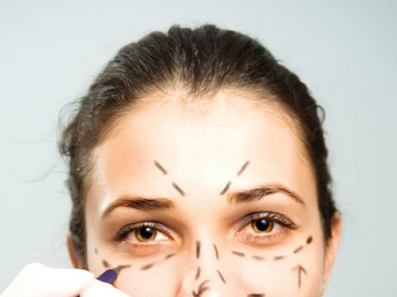 Modelowanie kształtu twarzy – jakie zabiegi?