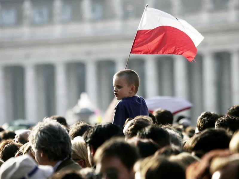 Na fali wydarzeń w naszym kraju... 6 książek, które polecamy przeczytać polskim politykom