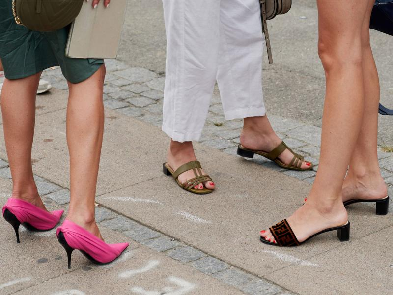 Buty na koturnie idealne na wiosnę i lato. Przegląd