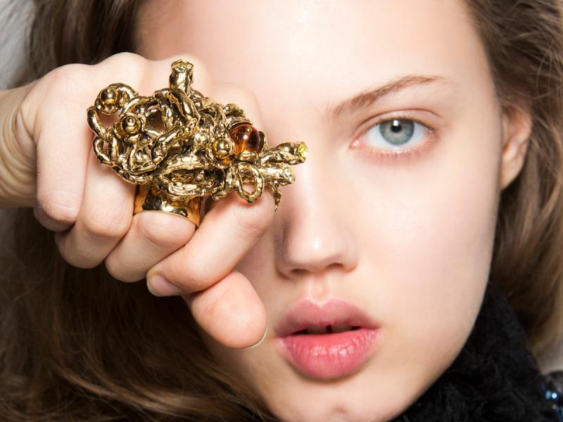 Najnowsze trendy biżuteryjne! Co będzie modne wiosną?