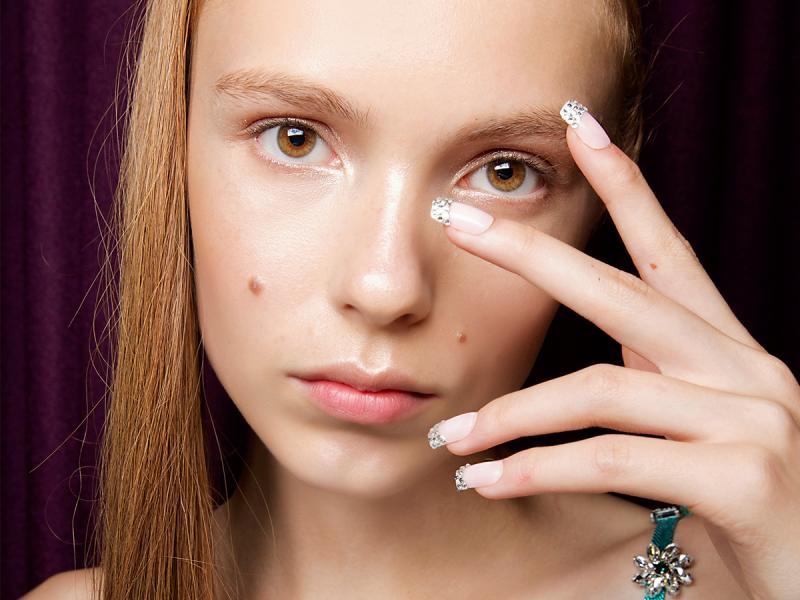 Paznokcie w kształcie szminki