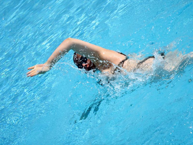 Nauka pływania - styl motylkowy.