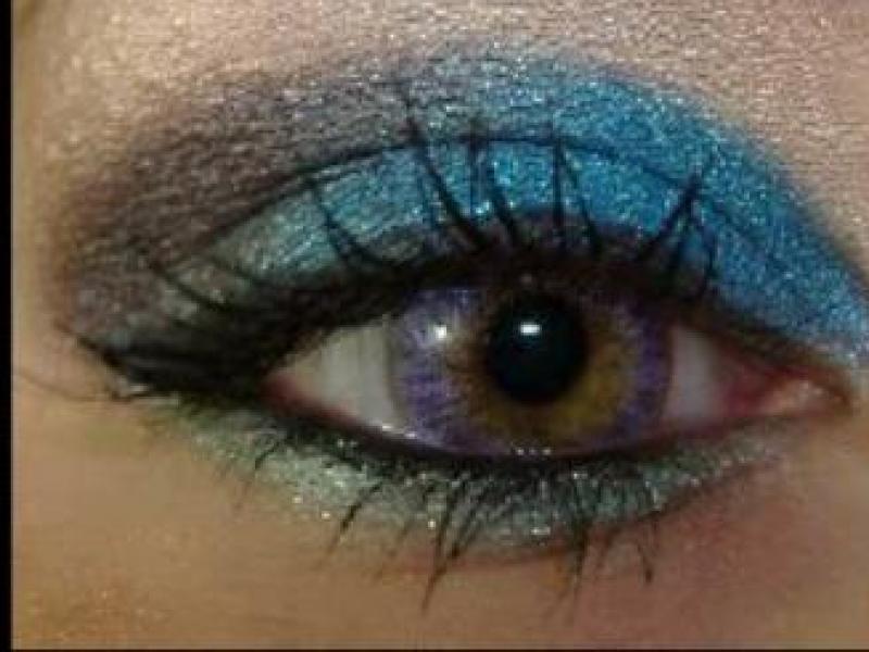 Niebieski makijaż oczu (video)