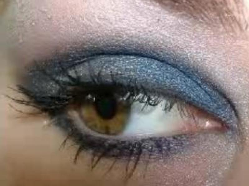 Niebiesko-srebrny makijaż na zimę (video)