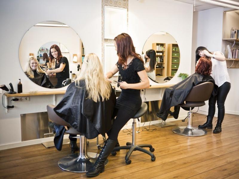 Niezadowolona z wizyty u fryzjera? Zareklamuj ją!