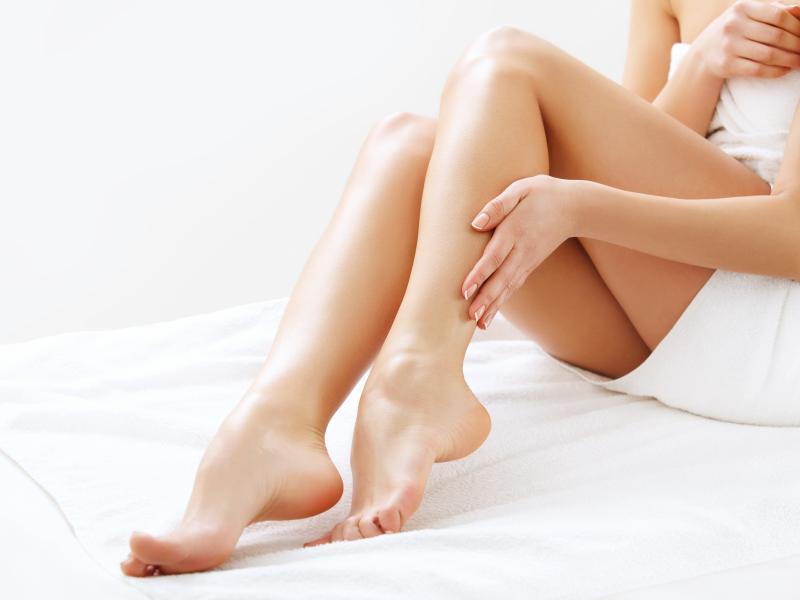 Nowy pielęgnacyjny hit internetu! Bezbolesna depilacja nóg... mydłem