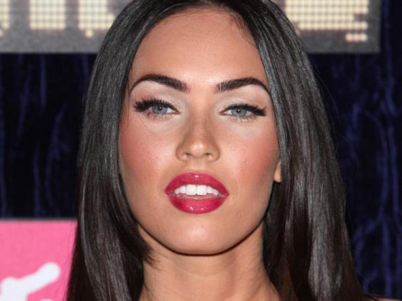 Odważny makijaż Megan Fox