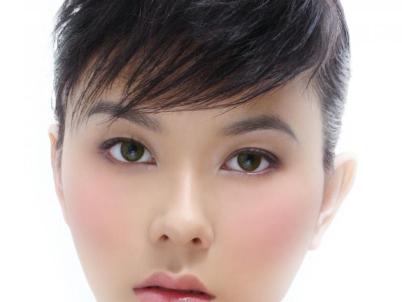 Opadająca powieka a makijaż
