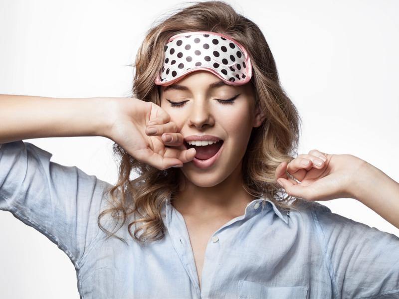 Opuchniętę oczy to zmora większości kobiet. Jak sobie z nimi radzić?