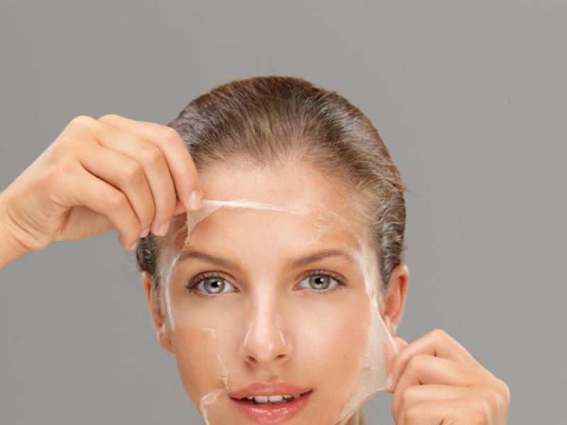 Peeling - rodzaje, bezpieczeństwo i domowe sposoby