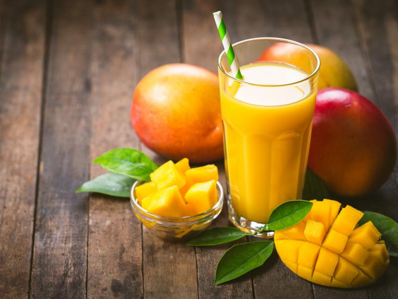 Pianka z mango na spodzie z herbatników