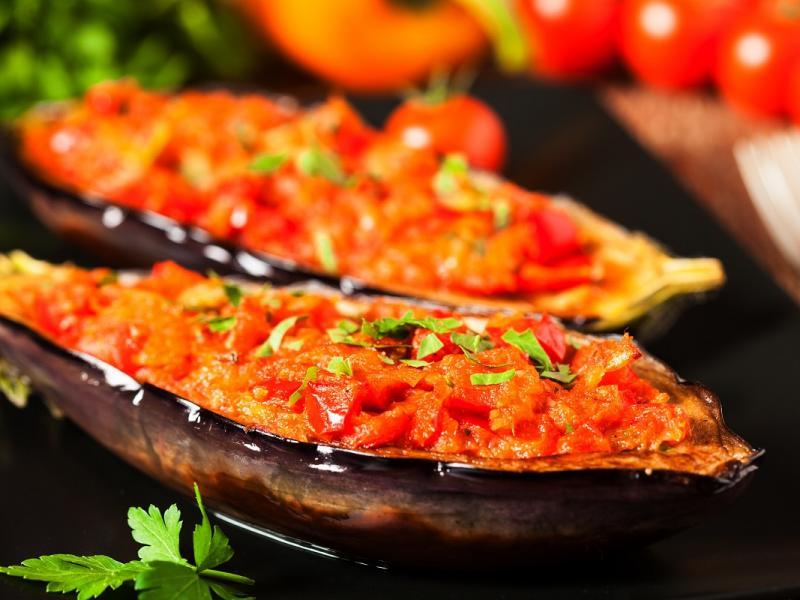 Pieczony bakłażan z pomidorami