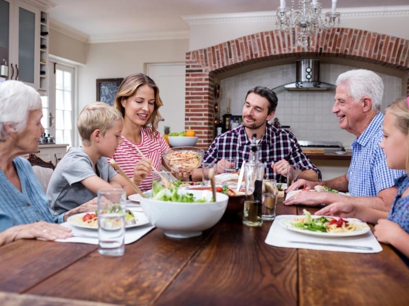 Pierwsza wizyta teściów w twoim domu. Co ugotować, jak ozdobić stół, żeby zrobić wrażenie i stworzyć miłą atmosferę?