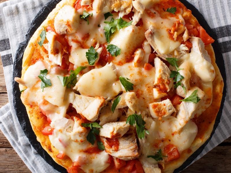 Pizza z oscypkiem i kurczakiem